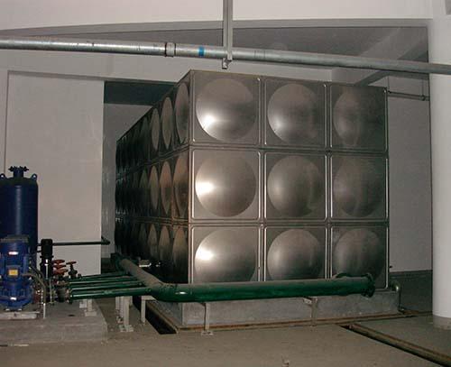 四川达县监狱保温水箱安装